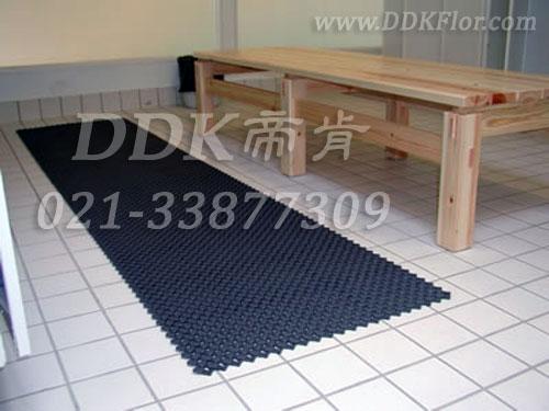 深灰色,浴室更衣间地面安全防滑铺设材料