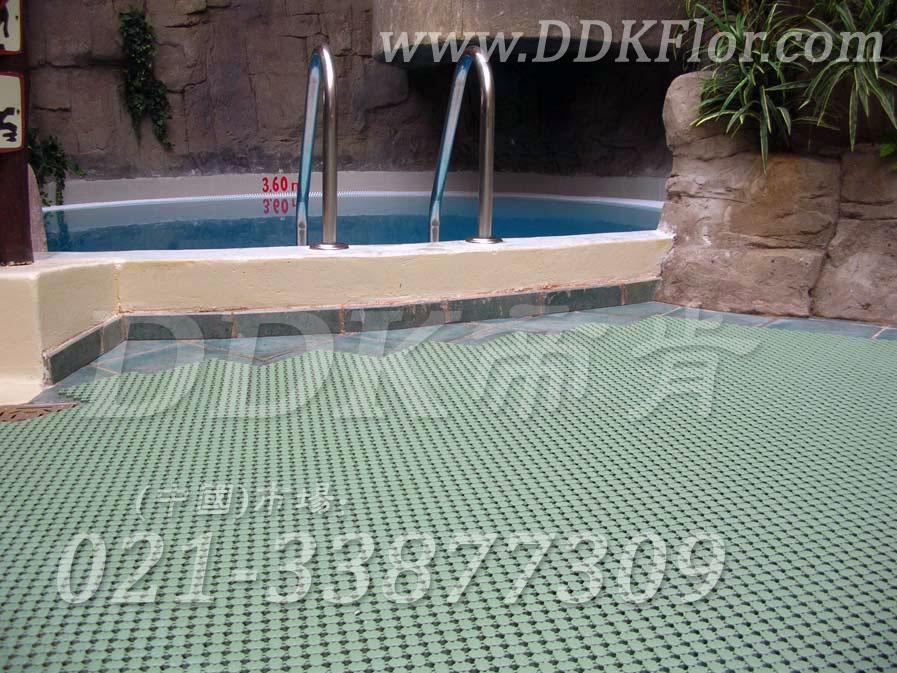 嫩绿色_室内康乐中心泳池地面防滑铺设材料
