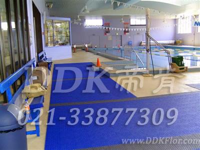 蓝色_游泳池边地上防滑材料