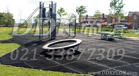 户外健身区地面保护_黑色样板图片,帝肯(DDK)_400_222效果图,草坪保护垫
