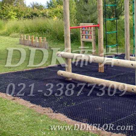 登梯游戏区_草坪地面防护安全_黑色样板图片,帝肯(DDK)_400_222效果图,草坪保护垫