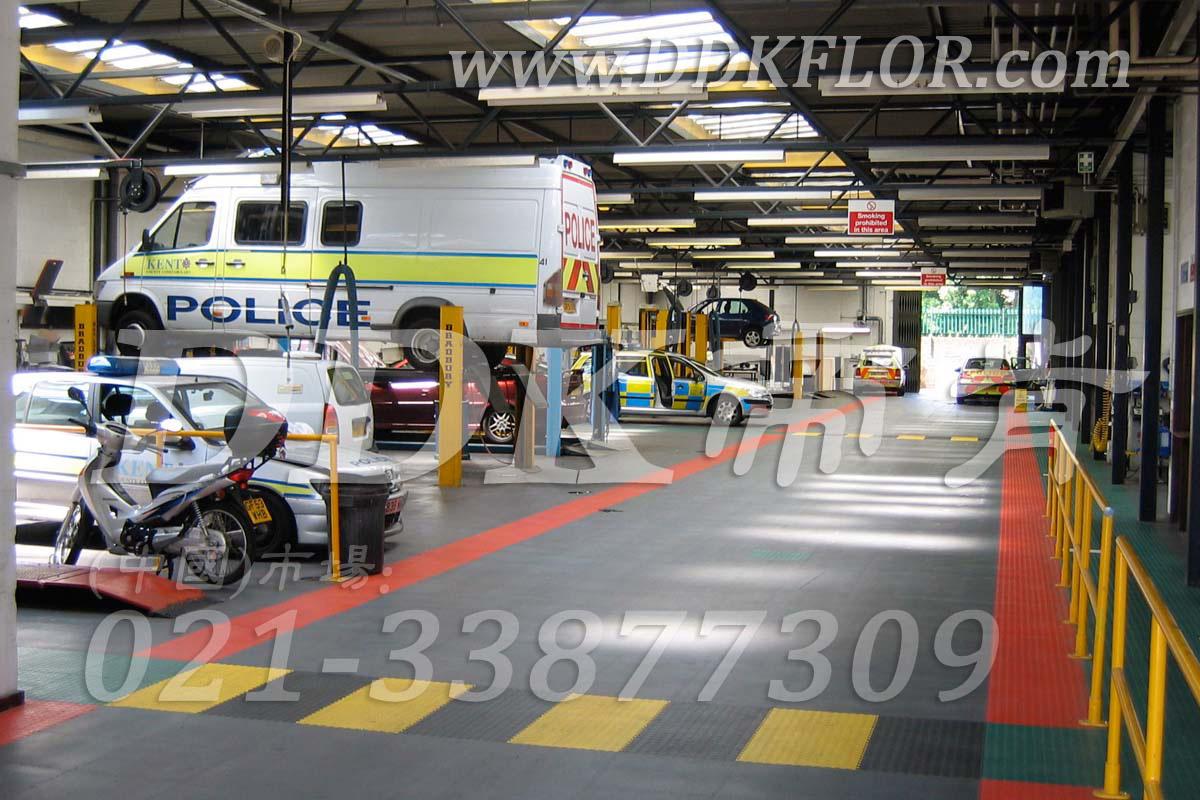 灰色为主+多色分割铺设_汽车修理厂地面材料