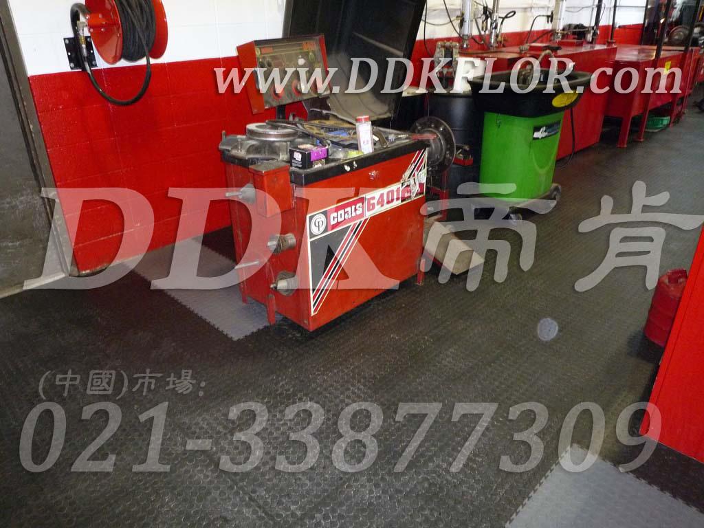 深灰满铺_检修车间地面地板铺设材料