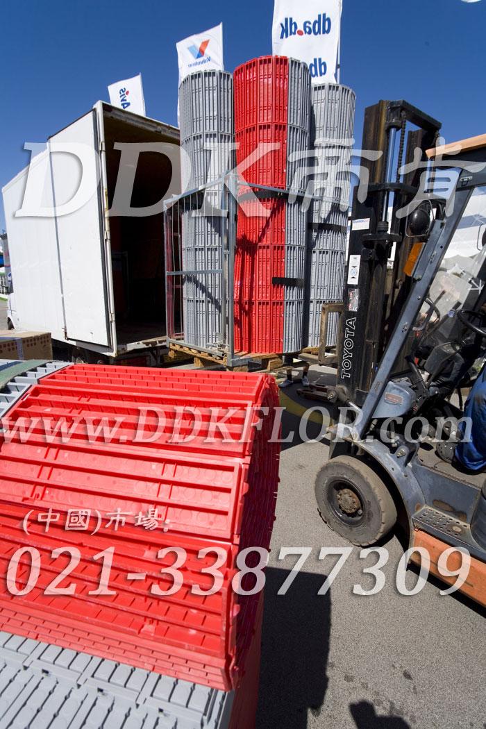 红色(3)_户外活动草坪地面保护材料样板图片,帝肯(DDK)_7000_222(草坪保护材料)效果图,草坪保护板,草坪保护垫,草坪专用盖板,草坪地板