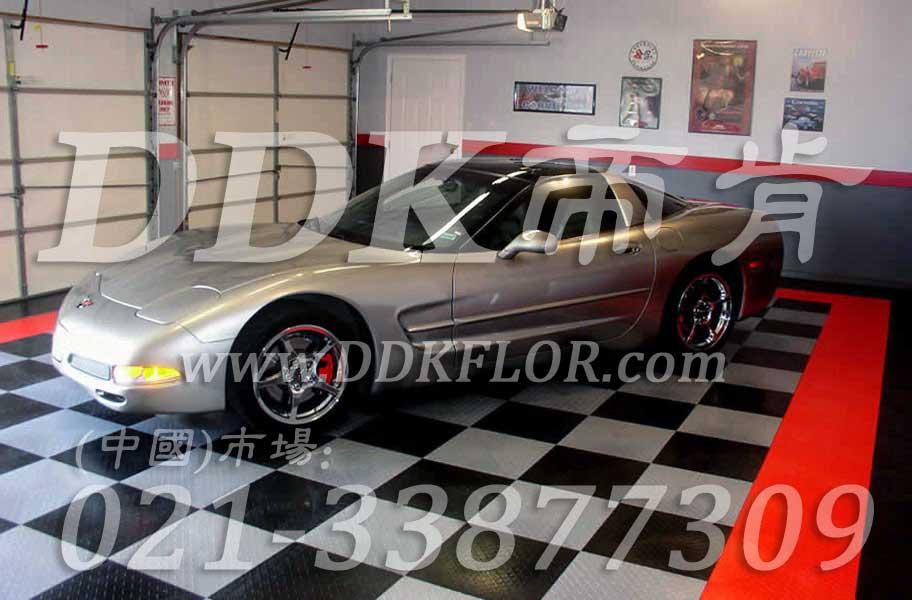 红色 黑灰 银灰色 地面拼装 私人车库装修效果图样板图片,