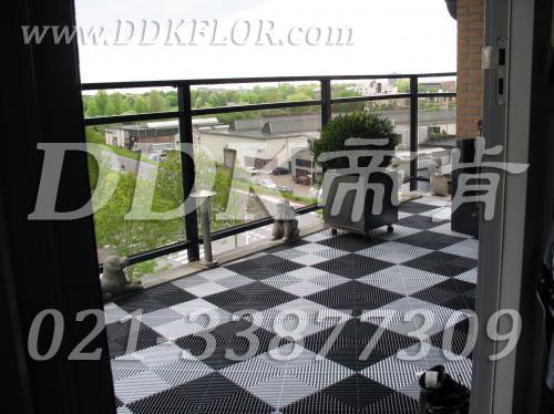 黑加白相拼_组合铺装_休闲阳台装多种颜色的地板