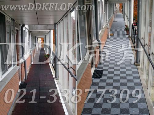 露天走廊全景铺装前后对比效果