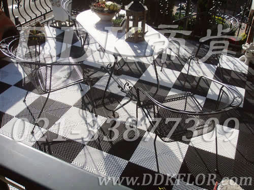 黑白色相间_新型阳台地砖铺贴效果图