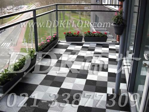 黑色+灰白色组合铺地_室外阳台地砖效果图