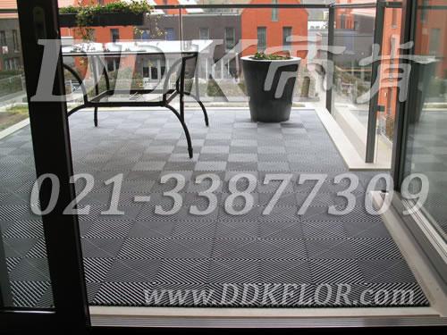 经典灰色 别墅露台的地面装修用疏水型地砖样板图片 效果