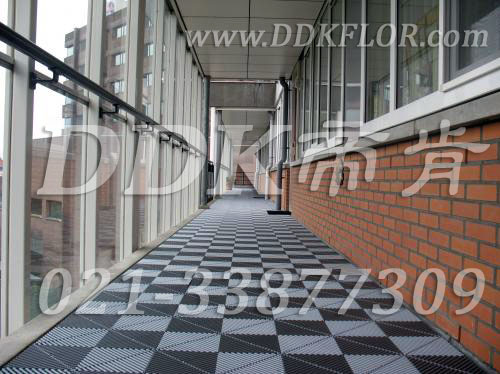 灰白色_组合拼装_户外走廊地面新型材料