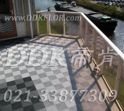典雅灰白色_阳台地面新型疏水地砖效果图