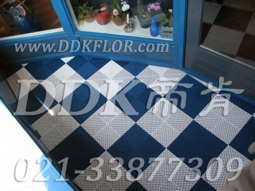 蓝色+白色配色组合_室外阳台地板铺砖效果图