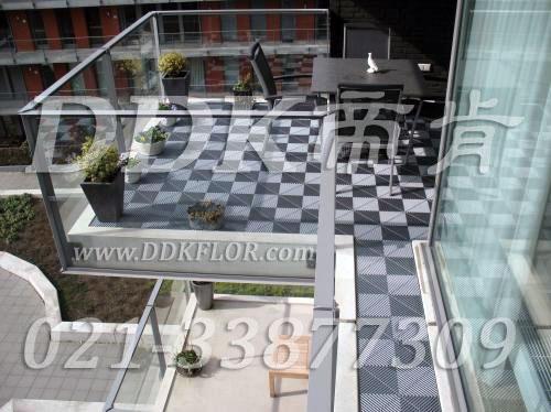灰色铺装_可拆卸清理阳台地板实景效果