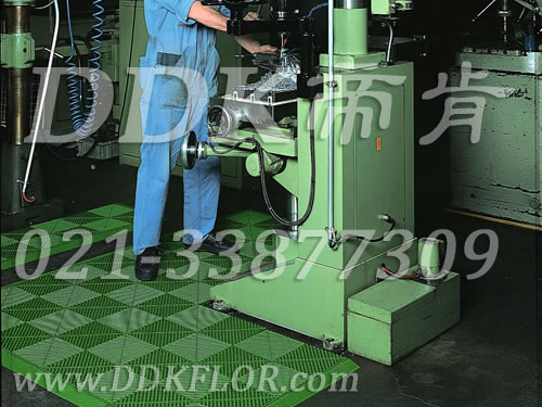 绿色组合拼装_机器加工车间地面铺耐油抗压防滑材料