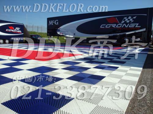蓝色+白色组合安装_ 户外展览展示地板材料(7)样板图片,帝肯(DDK)_8100_680(展览地面地板材料)效果图,会展地板,展会地板,展会地胶,展厅塑料格栅,可拼接展会塑胶地板,展销会专用地板,