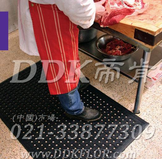 饭店厨房后厨操作间地面铺什么好_黑色(13)样板图片,帝肯(DDK)_4700_798(厨房地面防滑铺垫材)效果图,厨房地毯,厨房地胶,厨房防滑地垫,厨房防滑地毯,厨房防滑地砖,厨房防滑垫,厨房地垫,餐厅厨房专用地毯,餐厅防滑地垫,食堂专用防滑地毯,食堂用防滑地垫,食堂防滑垫