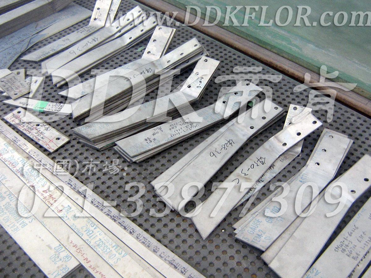 黑色多孔卷材(3)_工业车间地面防滑铺设安全材料