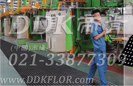 车间通道用黑色安全防滑地毯卷材(8)_工厂地面防滑铺设安全材料