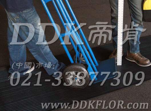 卷材黑色(1)_工厂车间用防滑耐磨地毯样板图片,帝肯(DDK)_S450_9979(工业车间地面防滑材料)效果图,厂房地毯,厂房地胶,过道地毯,过道地垫,过道防滑垫,工厂车间地板革,维修车间地板,车间地垫,车间地毯,车间地胶垫,车间地面胶皮,车间塑料防滑垫,车间用地板胶,车间防滑地垫,车间防滑垫,车间防砸地板,工厂车间地胶,工业地毯,工业地胶,工业塑料地毯,工业地垫,工业地板胶,工业地板革,工业耐油地垫,工业走道地垫,工业防滑地毯,工业防滑垫,工厂地垫,工厂地毯,工厂地胶,工厂走道地垫,工业抗疲劳防滑垫,走道地垫,走道地毯,走道垫,塑料防滑地毯,橡胶地毯,耐压耐磨地毯,走廊地毯,防滑地毯,防污地毯,防滑毯,防水地毯,防噪声地毯,通道地毯,经济型抗疲劳地垫,抗疲劳脚垫,抗疲劳地毯,防疲劳地胶,防疲劳地毯,耐磨地胶,工厂用橡胶地垫,工厂防滑地垫,工厂防滑垫,pvc防滑地毯,pvc防滑地胶,PVC地毯,pvc地胶,pvc塑料地毯,pvc塑胶地毯,流水线地垫