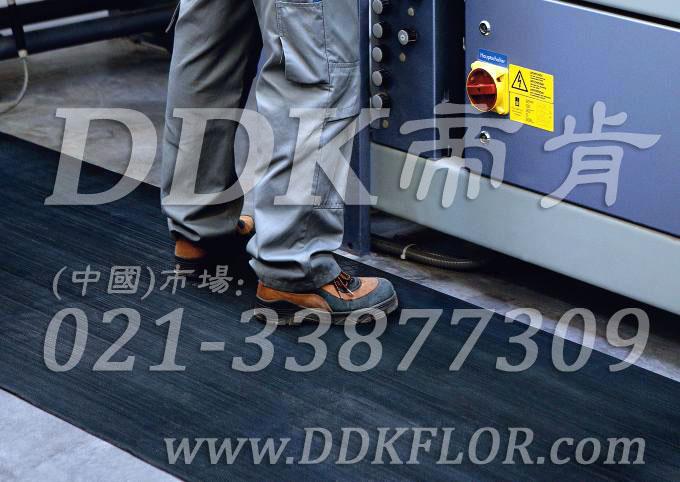 卷材黑色(6)_工厂车间用防滑耐磨地毯样板图片,帝肯(DDK)_S450_9979(工业车间地面防滑材料)效果图,厂房地毯,厂房地胶,过道地毯,过道地垫,过道防滑垫,工厂车间地板革,维修车间地板,车间地垫,车间地毯,车间地胶垫,车间地面胶皮,车间塑料防滑垫,车间用地板胶,车间防滑地垫,车间防滑垫,车间防砸地板,工厂车间地胶,工业地毯,工业地胶,工业塑料地毯,工业地垫,工业地板胶,工业地板革,工业耐油地垫,工业走道地垫,工业防滑地毯,工业防滑垫,工厂地垫,工厂地毯,工厂地胶,工厂走道地垫,工业抗疲劳防滑垫,走道地垫,走道地毯,走道垫,塑料防滑地毯,橡胶地毯,耐压耐磨地毯,走廊地毯,防滑地毯,防污地毯,防滑毯,防水地毯,防噪声地毯,通道地毯,经济型抗疲劳地垫,抗疲劳脚垫,抗疲劳地毯,防疲劳地胶,防疲劳地毯,耐磨地胶,工厂用橡胶地垫,工厂防滑地垫,工厂防滑垫,pvc防滑地毯,pvc防滑地胶,PVC地毯,pvc地胶,pvc塑料地毯,pvc塑胶地毯,流水线地垫