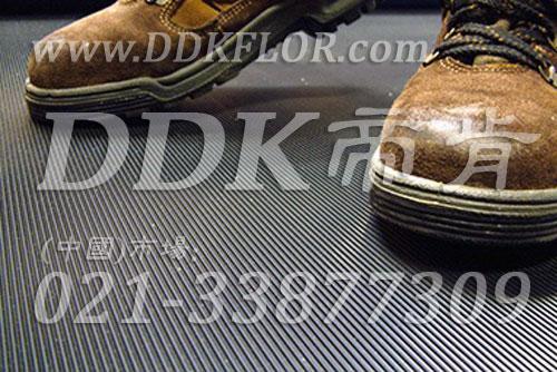 卷材黑色(8)_工厂车间用防滑耐磨地毯样板图片,帝肯(DDK)_S450_9979(工业车间地面防滑材料)效果图,厂房地毯,厂房地胶,过道地毯,过道地垫,过道防滑垫,工厂车间地板革,维修车间地板,车间地垫,车间地毯,车间地胶垫,车间地面胶皮,车间塑料防滑垫,车间用地板胶,车间防滑地垫,车间防滑垫,车间防砸地板,工厂车间地胶,工业地毯,工业地胶,工业塑料地毯,工业地垫,工业地板胶,工业地板革,工业耐油地垫,工业走道地垫,工业防滑地毯,工业防滑垫,工厂地垫,工厂地毯,工厂地胶,工厂走道地垫,工业抗疲劳防滑垫,走道地垫,走道地毯,走道垫,塑料防滑地毯,橡胶地毯,耐压耐磨地毯,走廊地毯,防滑地毯,防污地毯,防滑毯,防水地毯,防噪声地毯,通道地毯,经济型抗疲劳地垫,抗疲劳脚垫,抗疲劳地毯,防疲劳地胶,防疲劳地毯,耐磨地胶,工厂用橡胶地垫,工厂防滑地垫,工厂防滑垫,pvc防滑地毯,pvc防滑地胶,PVC地毯,pvc地胶,pvc塑料地毯,pvc塑胶地毯,流水线地垫