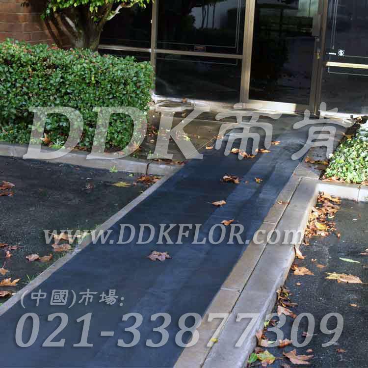黑色户外走道防滑地毯卷材(4)样板图片,帝肯(DDK)_S450_660(室外地面防滑地毯材料)效果图,室外地垫,室外地板胶,室外地板革,室外地毯,室外地胶,室外塑料地毯,室外塑胶地板,室外橡胶地板,室外防水地板,室外防滑地垫,室外防滑地毯,室外防滑垫,弹性地胶,户外地胶,户外地毯,户外地垫,户外绿色地毯,户外塑胶地毯,地胶,走道地垫,走道地毯,走道垫,通道地毯,过道地毯,过道防滑垫,橡胶防滑地毯,防滑地毯,塑料防滑地毯
