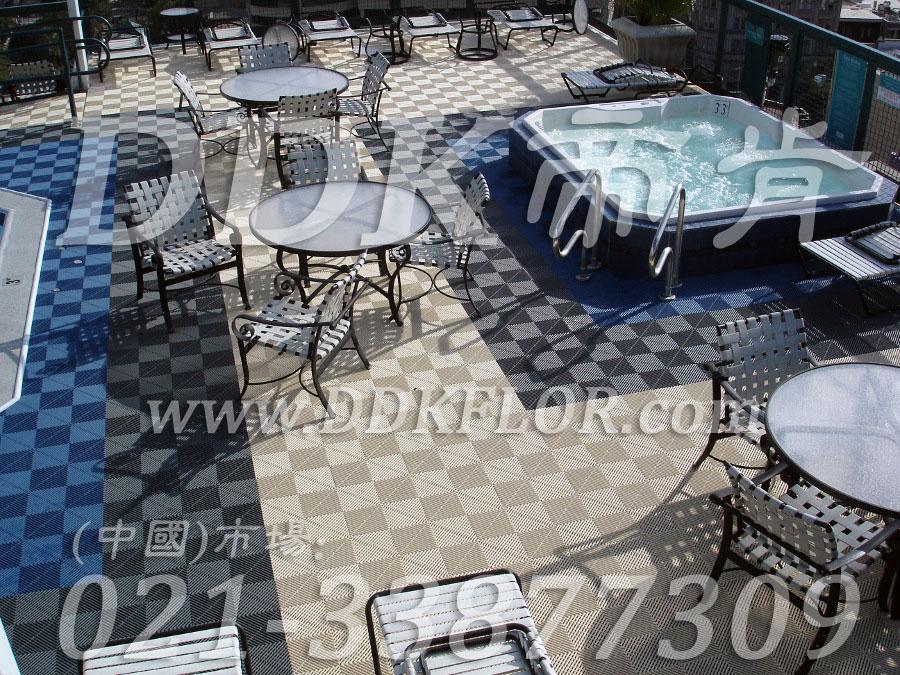 室外泳池四周地面防滑塑胶地砖材料(2)_蓝色灰白相拼组合