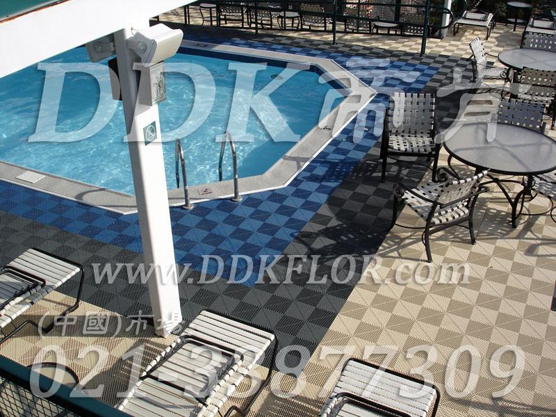室外泳池四周地面防滑塑胶地砖材料(3)_蓝色灰白相拼组合