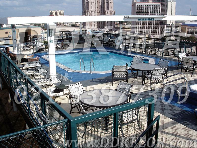 室外泳池四周地面防滑塑胶地砖材料(6)_蓝色灰白相拼组合