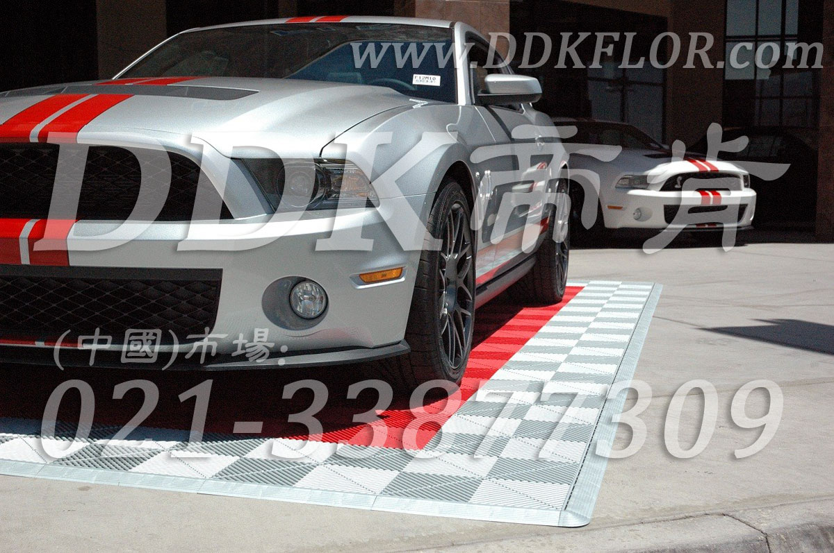 红色+灰色组合安装(13)_汽车展览展会地面地板材料