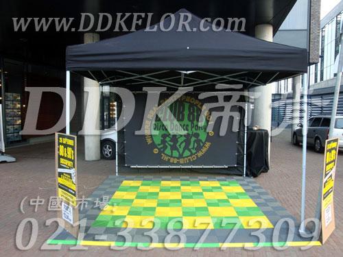 灰绿黄色组合安装(20)_户外展览展会活动销售帐篷地面地板材料样板图片,帝肯(DDK)_8100_680(展览地面地板材料)效果图,会展地板,可拼接展会塑胶地板,展会地板,展会地胶,展厅塑料格栅,展厅展车地垫,展台地板,展销会专用地板