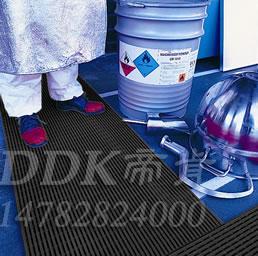 深灰色_车间地面防滑防护网格毯(5)样板图片,帝肯(DDK)_1900_9979(工业地面铺地材料)效果图,工业地垫,工业地板胶,工业地板革,工业地毯,工业地胶,工业塑料地毯,工业塑胶地板,工业抗疲劳地垫,工业抗疲劳防滑垫,工业橡胶地板,工业用格栅地垫,工业耐油地垫,工业走道地垫,工业防滑地垫,工业防滑地毯,工业防滑垫,工厂地垫,工厂地板胶,工厂地毯,工厂地胶,工厂塑胶地板,工厂用橡胶地垫,工厂走道地垫,工厂用塑料地板,工厂车间地板革,工厂车间地胶,工厂防滑地垫,工厂防滑垫,带孔防滑垫,多孔防滑地垫,多孔橡胶垫,耐油工业橡胶垫,车间地垫,车间防滑地垫,车间防滑垫,车间地面胶皮,车间地胶垫,车间地毯,车间塑料防滑垫,车间塑胶地板,抗疲劳地毯,抗疲劳垫,抗疲劳脚垫,疏水型抗疲劳地垫,经济型抗疲劳地垫,防疲劳垫,防疲劳地胶,防疲劳地毯,防疲劳地垫,防疲劳脚垫,厂房防滑地胶,厂房地板材料,厂房地胶,厂房地毯,z字型疏水垫,疏水防滑垫,漏水橡胶垫,漏水地胶,漏水防滑垫,耐油耐水地垫,茶水间防滑地垫,防水地毯,透水地垫,透水地板胶垫,隔水材料,疏水地毯,疏水地席