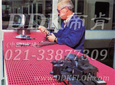 红色_工厂车间工作台面防滑防护网格毯(10)样板图片,帝肯(DDK)_1900_9979(工业地面铺地材料)效果图,工业地垫,工业地板胶,工业地板革,工业地毯,工业地胶,工业塑料地毯,工业塑胶地板,工业抗疲劳地垫,工业抗疲劳防滑垫,工业橡胶地板,工业用格栅地垫,工业耐油地垫,工业走道地垫,工业防滑地垫,工业防滑地毯,工业防滑垫,工厂地垫,工厂地板胶,工厂地毯,工厂地胶,工厂塑胶地板,工厂用橡胶地垫,工厂走道地垫,工厂用塑料地板,工厂车间地板革,工厂车间地胶,工厂防滑地垫,工厂防滑垫,带孔防滑垫,多孔防滑地垫,多孔橡胶垫,耐油工业橡胶垫,车间地垫,车间防滑地垫,车间防滑垫,车间地面胶皮,车间地胶垫,车间地毯,车间塑料防滑垫,车间塑胶地板,抗疲劳地毯,抗疲劳垫,抗疲劳脚垫,疏水型抗疲劳地垫,经济型抗疲劳地垫,防疲劳垫,防疲劳地胶,防疲劳地毯,防疲劳地垫,防疲劳脚垫,厂房防滑地胶,厂房地板材料,厂房地胶,厂房地毯,z字型疏水垫,疏水防滑垫,漏水橡胶垫,漏水地胶,漏水防滑垫,耐油耐水地垫,茶水间防滑地垫,防水地毯,透水地垫,透水地板胶垫,隔水材料,疏水地毯,疏水地席