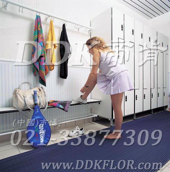 帝肯(DDK)_1900_337(浴室及更衣间地面防滑材料)浴室垫,浴室防滑地垫,浴室防滑地砖,浴室防滑地胶,浴室防滑垫,浴室防滑疏水砖,浴池防滑地垫,浴池防滑垫,淋浴房防滑垫,卫浴防滑垫,浴室pvc格栅地板