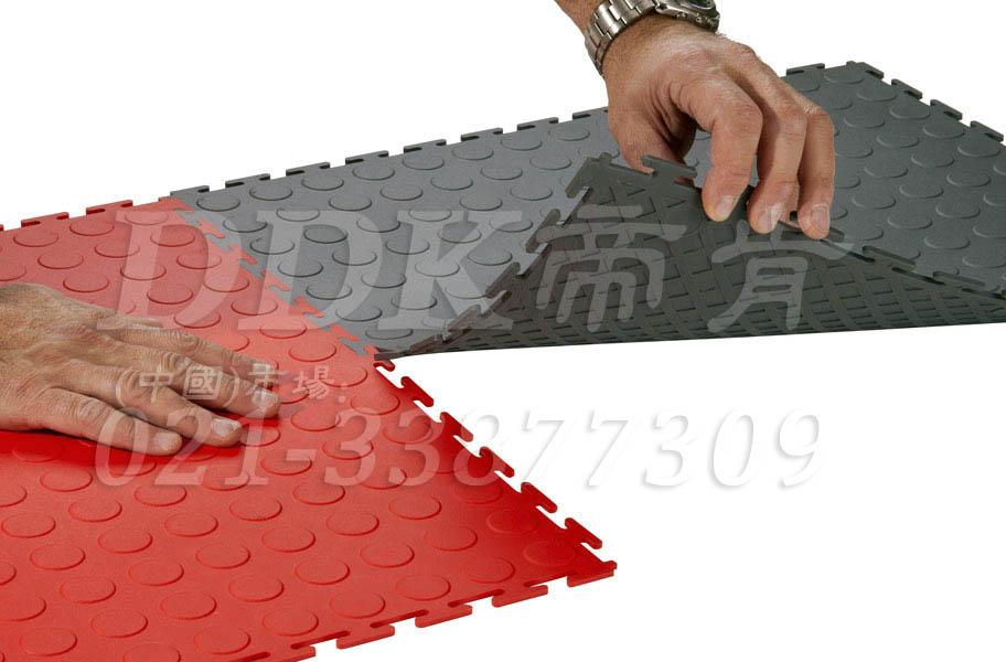 运用复合PVC高科技材质地材,打造不浸油、抗冲击、承重耐磨的多色彩个性工业地面!