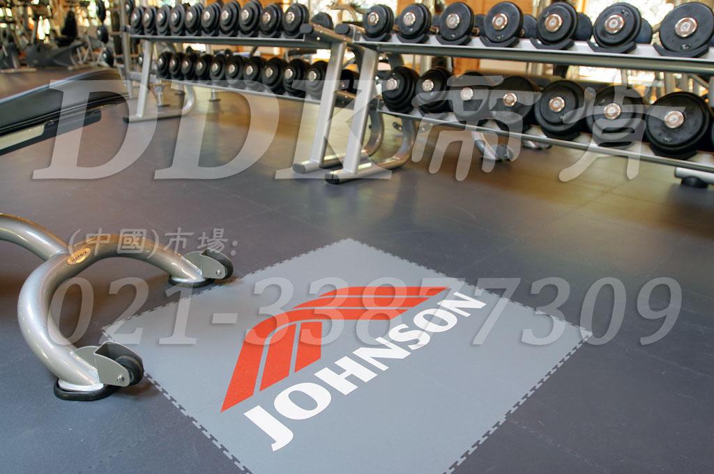 室内健身房运动地面材料(13)_灰色样板图片,帝肯(DDK)_2000_3020(健身房地面铺装材料)效果图,健身房pvc塑胶地板,健身房地垫,健身房地板,健身房地板胶,健身房地毯,健身房地胶,健身房橡胶地板,健身房防震地垫,运动地垫,运动地板,运动地胶