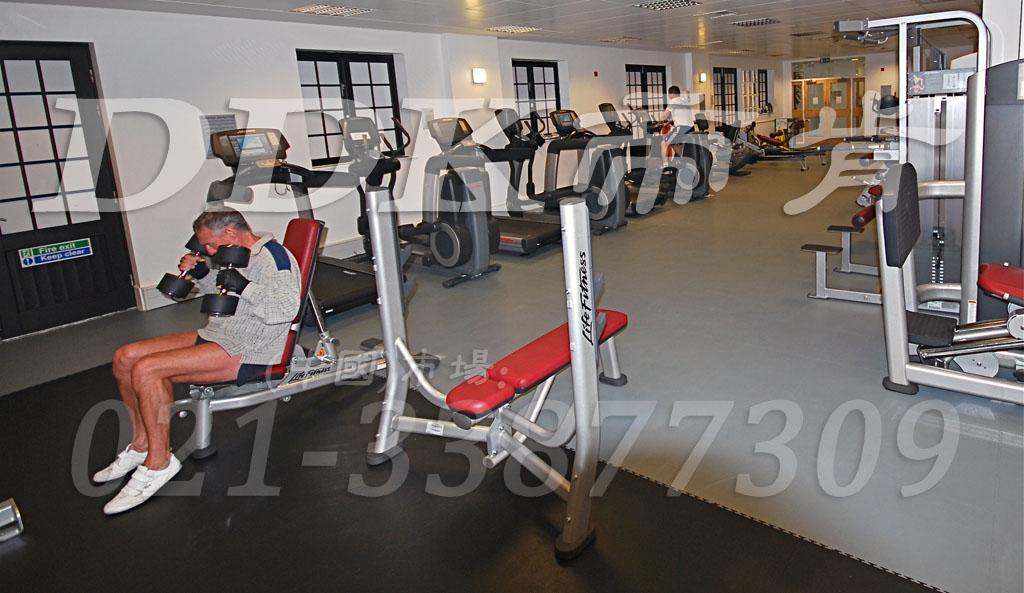 室内健身房运动地面材料(14)_黑色加灰色样板图片,帝肯(DDK)_2000_3020(健身房地面铺装材料)效果图,健身房pvc塑胶地板,健身房地垫,健身房地板,健身房地板胶,健身房地毯,健身房地胶,健身房橡胶地板,健身房防震地垫,运动地垫,运动地板,运动地胶
