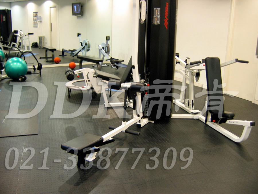 室内健身房运动地面材料(18)_深灰色样板图片,帝肯(DDK)_2000_3020(健身房地面铺装材料)效果图,健身房pvc塑胶地板,健身房地垫,健身房地板,健身房地板胶,健身房地毯,健身房地胶,健身房橡胶地板,健身房防震地垫,运动地垫,运动地板,运动地胶