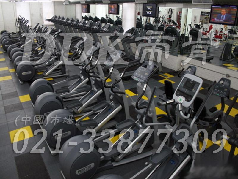 室内健身房运动地面材料(24)_灰色加黄色