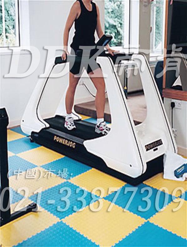 室内健身房运动地面材料(30)_柠檬黄色加蓝绿色样板图片,帝肯(DDK)_2000_3020(健身房地面铺装材料)效果图,健身房pvc塑胶地板,健身房地垫,健身房地板,健身房地板胶,健身房地毯,健身房地胶,健身房橡胶地板,健身房防震地垫,运动地垫,运动地板,运动地胶
