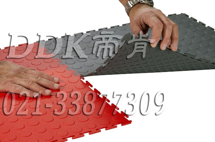 室内健身房运动地面材料(35)_红色加灰色拼装模块样板图片,帝肯(DDK)_2000_3020(健身房地面铺装材料)效果图,健身房pvc塑胶地板,健身房地垫,健身房地板,健身房地板胶,健身房地毯,健身房地胶,健身房橡胶地板,健身房防震地垫,运动地垫,运动地板,运动地胶