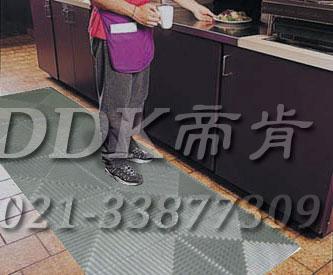 灰色相间新型厨房防滑地砖(11)样板图片,帝肯(DDK)_8100_798(酒店厨房防滑地面材料)效果图,厨房地胶,厨房防滑地垫,厨房防滑地砖,厨房防滑垫,厨房地垫,餐厅防滑地垫,食堂用防滑地垫,防潮地板砖,防潮地板,隔水地板