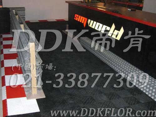 健身会所前台接待区铺装材料(9)_红白加黑灰组合样板图片,帝肯(DDK)_8100_3020(地下室健身房地面地板材料)效果图,健身房pvc塑胶地板,健身房地垫,健身房地板,健身房地板胶,健身房地毯,健身房地胶,健身房橡胶地板,健身房防震地垫,运动地垫,运动地板,运动地胶