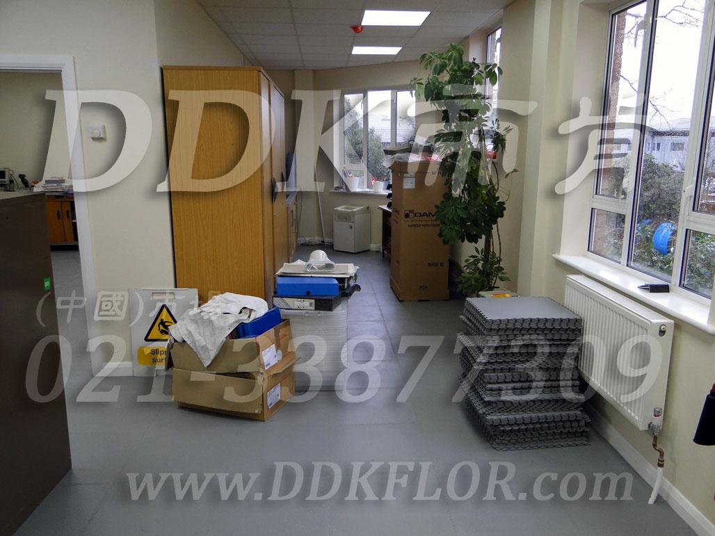 办公室地面装修材料(2)_办公室片材地板颜色-灰色_平板纹