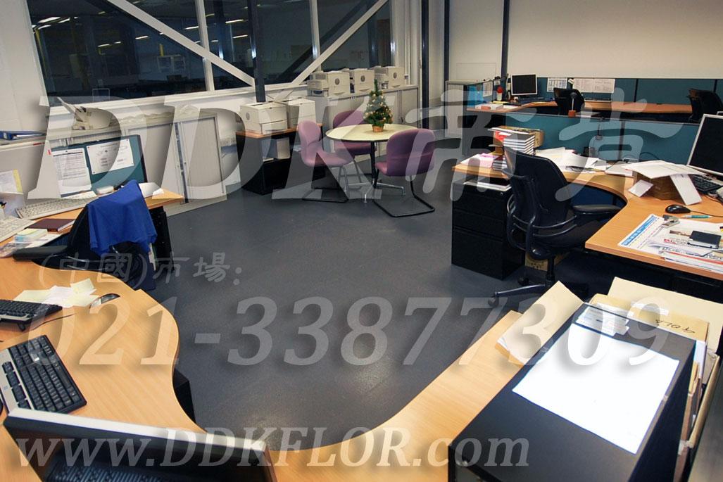 办公室地面装修材料(4)_办公室片材地板颜色-灰色_平板纹