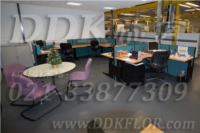 办公室地面装修材料(5)_办公室片材地板颜色-灰色_平板纹