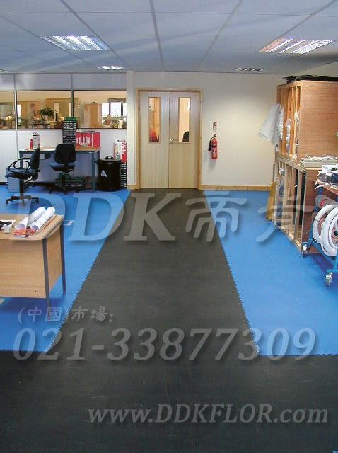 办公室地面装修材料(7)_办公室片材地板颜色-灰色加天蓝色_平板纹