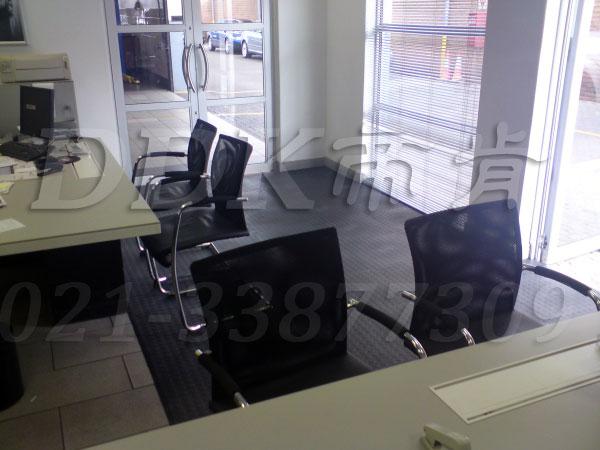 办公室地面装修材料(11)_办公室片材地板颜色-灰色_圆扣纹样板图片,帝肯(DDK)_2000_8850(办公室地板装修材料)效果图,办公室pvc地板,办公室地板,办公室地板砖,办公室地板胶,办公室地胶,办公室塑胶地板,办公室片材地板,室内地板,室内地胶