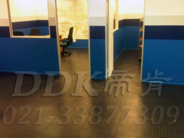 办公室地面装修材料(12)_办公室片材地板颜色-灰色_圆扣纹样板图片,帝肯(DDK)_2000_8850(办公室地板装修材料)效果图,办公室pvc地板,办公室地板,办公室地板砖,办公室地板胶,办公室地胶,办公室塑胶地板,办公室片材地板,室内地板,室内地胶